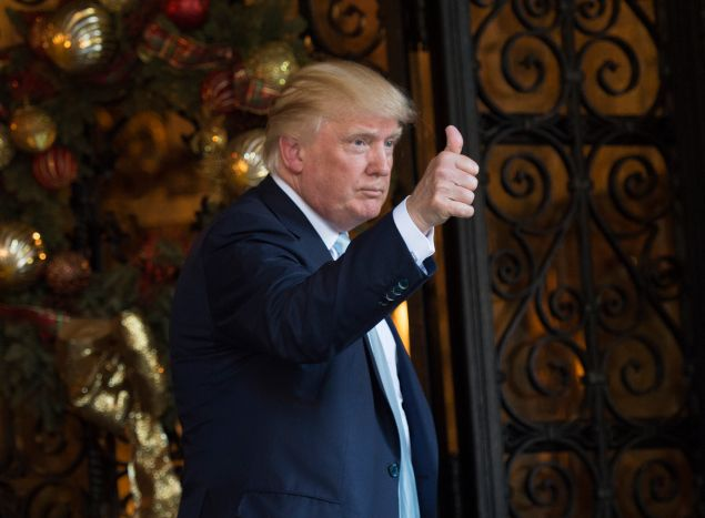 US President-elect Donald Trump speaks to reporters between meetings December 28, 2016 at Mar-a-Lago in Palm Beach, Florida. / AFP / DON EMMERT