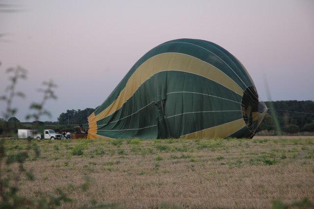 hot_air_balloon_at_baughton_-_geograph-org-uk_-_548819