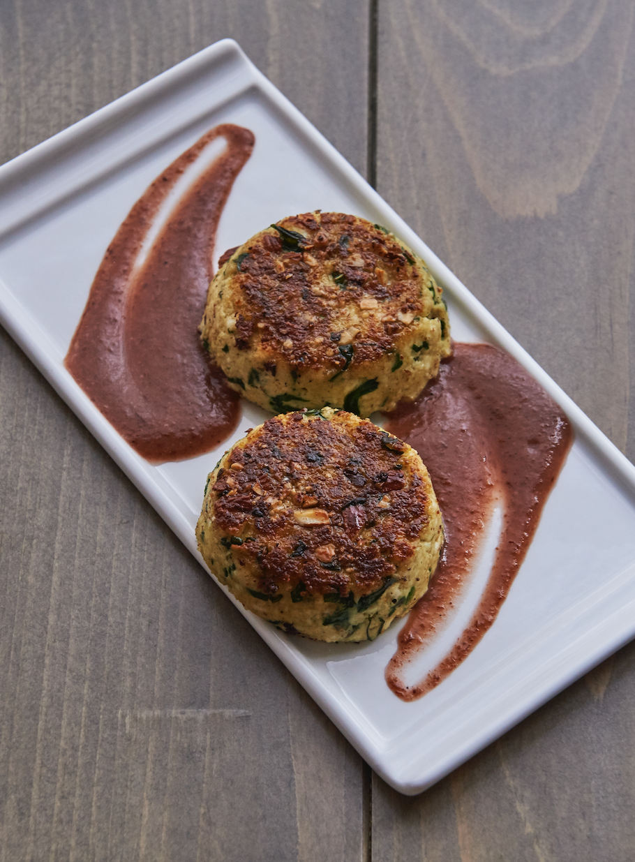 Spinach and cheese cutlets with a 8 Raisin-Cranberry Sauce
