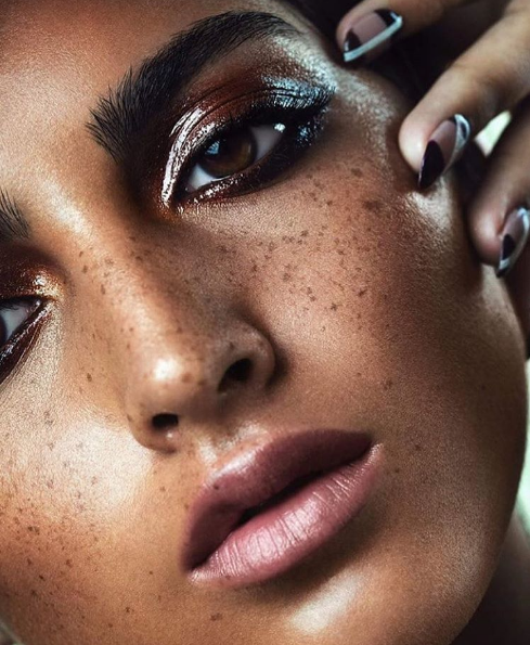 This is how Pat McGrath does a sparkly eye.