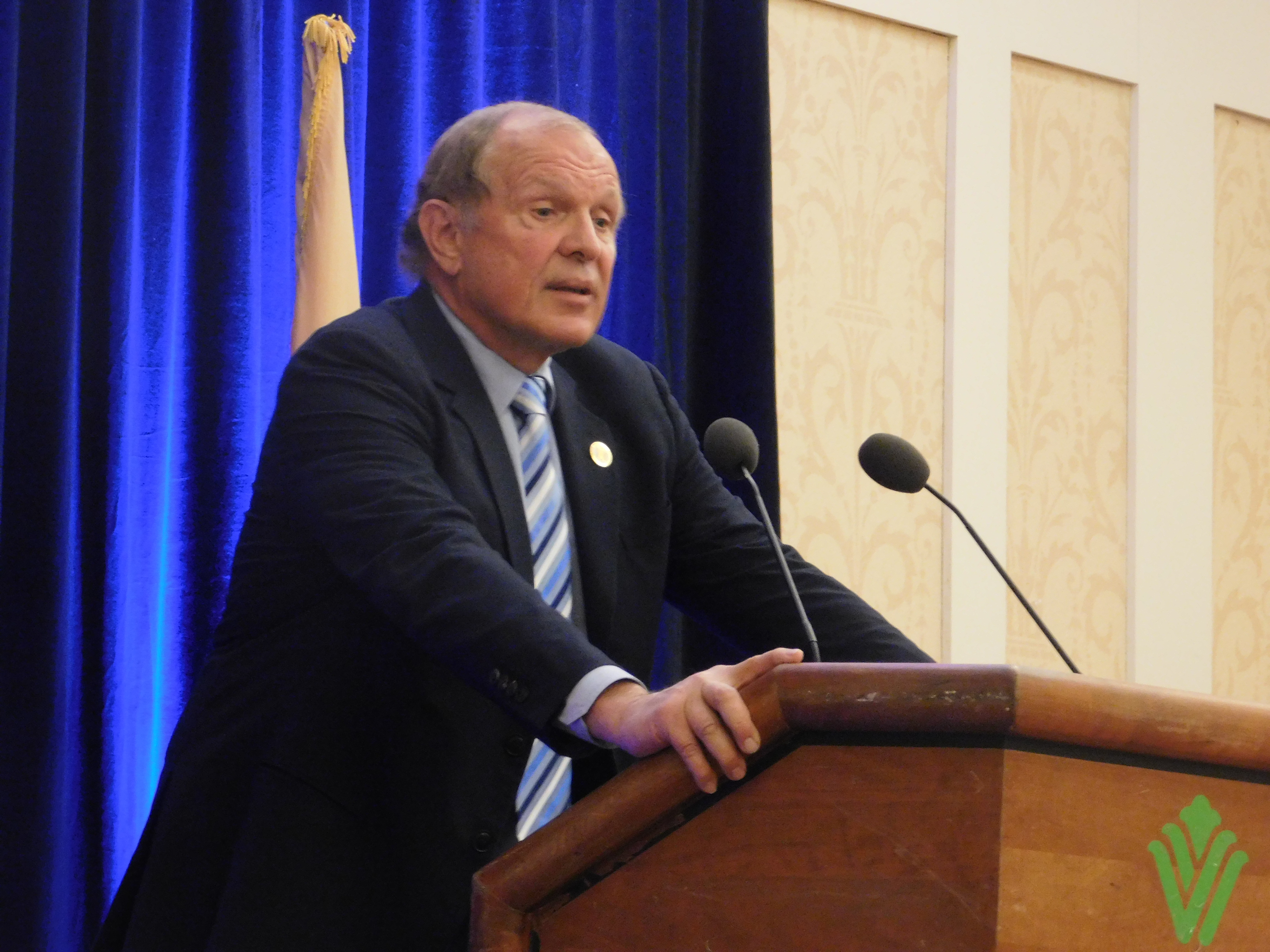 State Senator Ray Lesniak spoke ahead of Christie's State of the State.