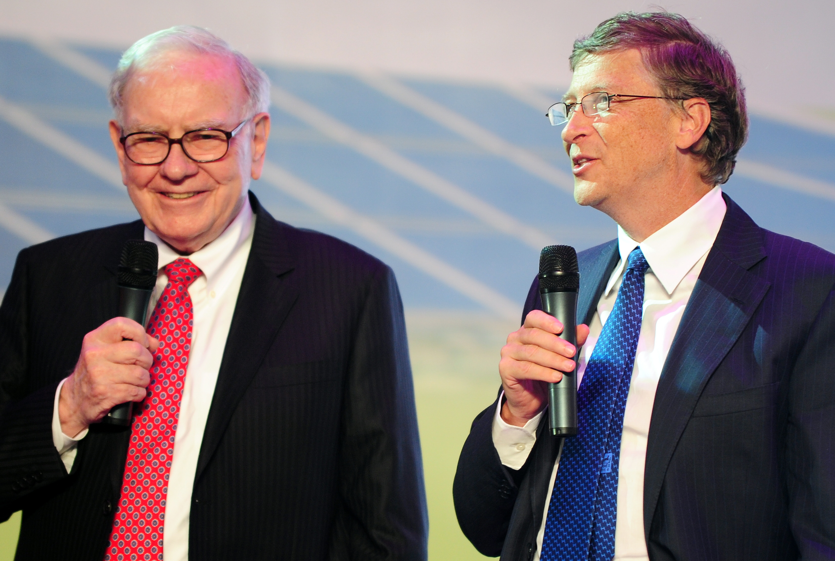 Warren Buffett (L) and Bill Gates (R) are two of the eight men that have as much wealth as 50% of the world.