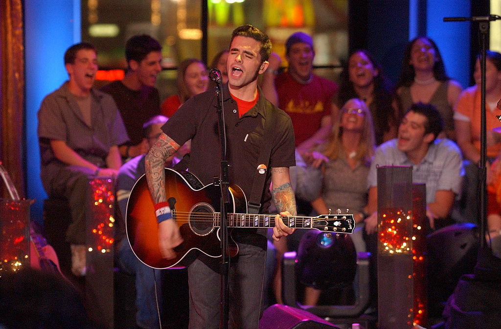 Chris Carrabba, performing on MTV in 2002.