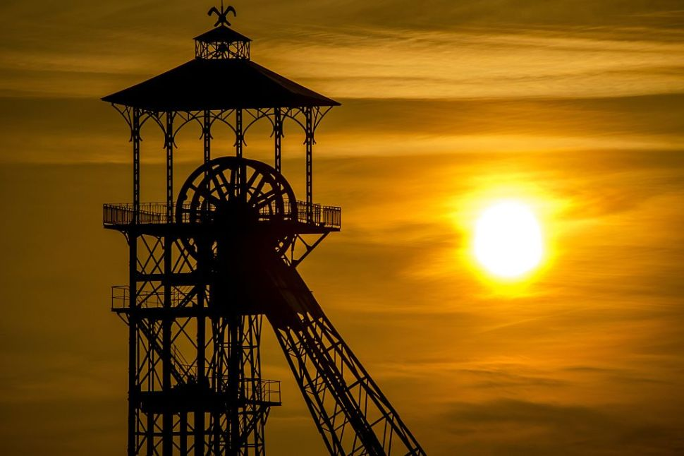 A sunrise and a headframe of a mine shalf are pictured on December 15, 2016 in Loos-en-Gohelle, northern France. / AFP / PHILIPPE HUGUEN (Photo credit should read PHILIPPE HUGUEN/AFP/Getty Images)