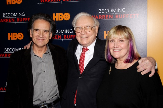 Peter Buffett, Warren Buffett, Susie Buffett.