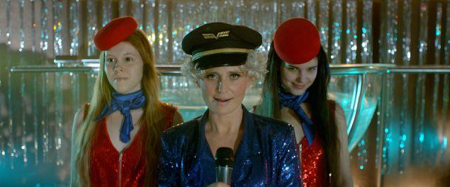 Michalina Olszanska as Gold, Marta Mazurek as Silver,  Kinga Preis as Wokalistka Krysia in The Lure.
