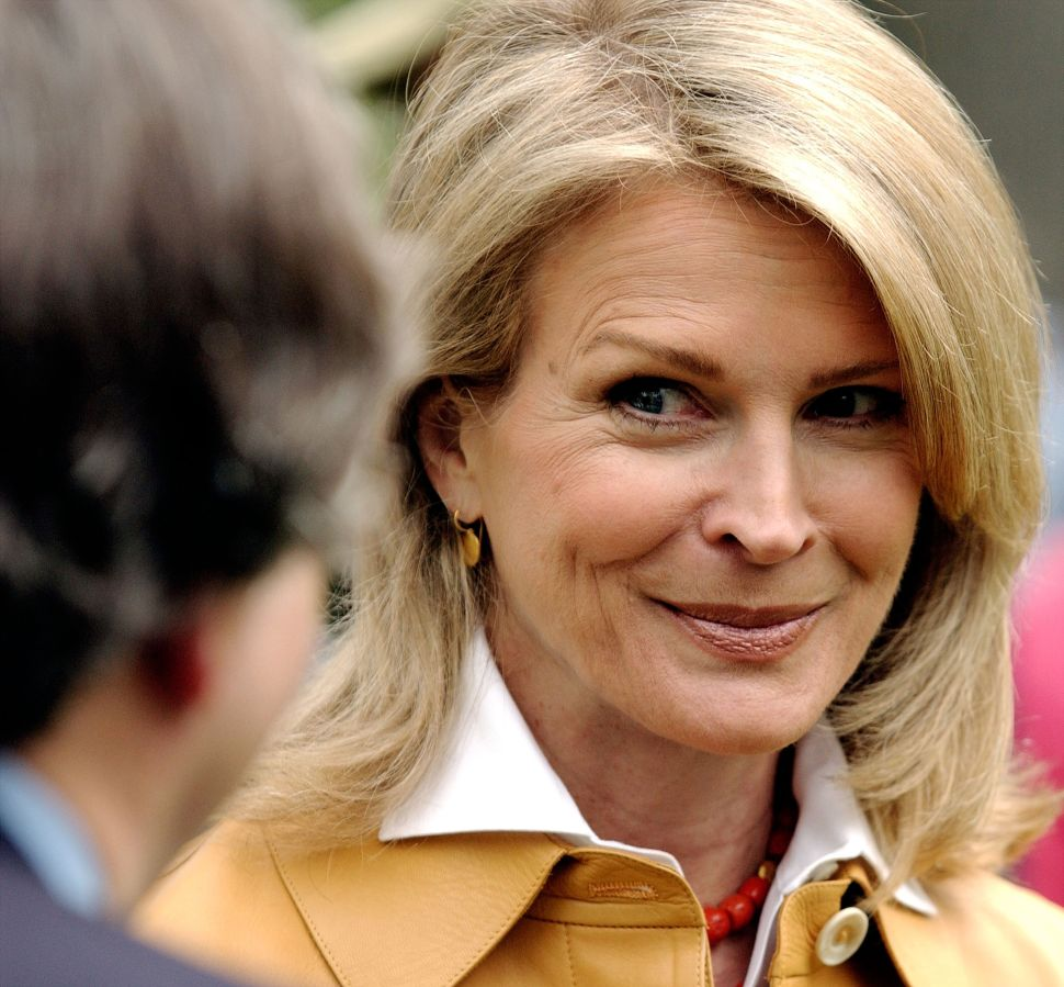 NEW YORK - APRIL 29: Actress Candice Bergen joins members of the Central Park Conservancy on April 29, 2003 at Central Park in New York City. New York Mayor Michael Bloomberg addressed the media during the Celebration of Central Park's 150th anniversary.