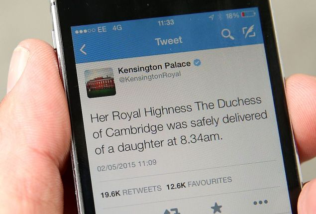 LONDON, ENGLAND - MAY 02: A tweet released by Kensington Palace on twitter announces that Catherine, Duchess Of Cambridge has given birth to a baby girl, outside the Lindo Wing at St Mary's Hospital on May 2, 2015 in London, England. (Photo by Chris Jackson/Getty Images)