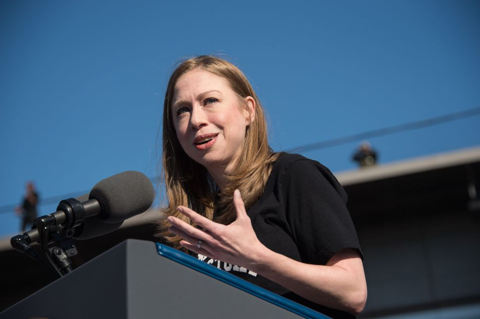 Chelsea Clinton introduces US President Barack Obama at a rally for Democratic presidential nominee Hillary Clinton in Ann Arbor, Michigan, on November 7, 2016. / AFP / NICHOLAS KAMM