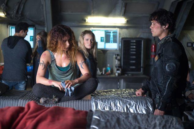 Nadia Hilker as Luna, Eliza Taylor as Clarke, and Bob Morley as Bellamy.