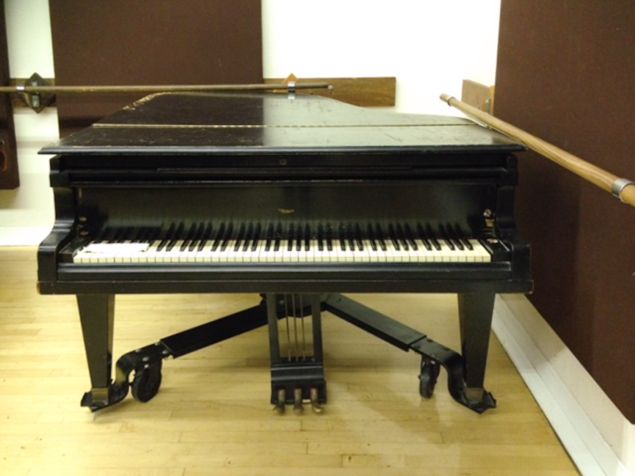 Elvis' piano from Debbie Reynolds' auction.