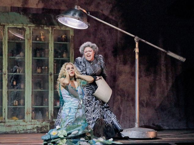 Jezibaba (Jamie Barton) casts a spell on Rusalka (Kristine Opolais).