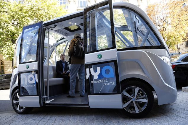 The presentation of the Navya autonomous electric vehicle, on September 30, 2015 in Paris.