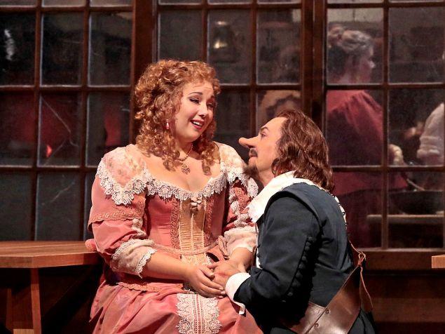 Jennifer Rowley as Roxane and Roberto Alagna as Cyrano in Alfano's 'Cyrano de Bergerac'.