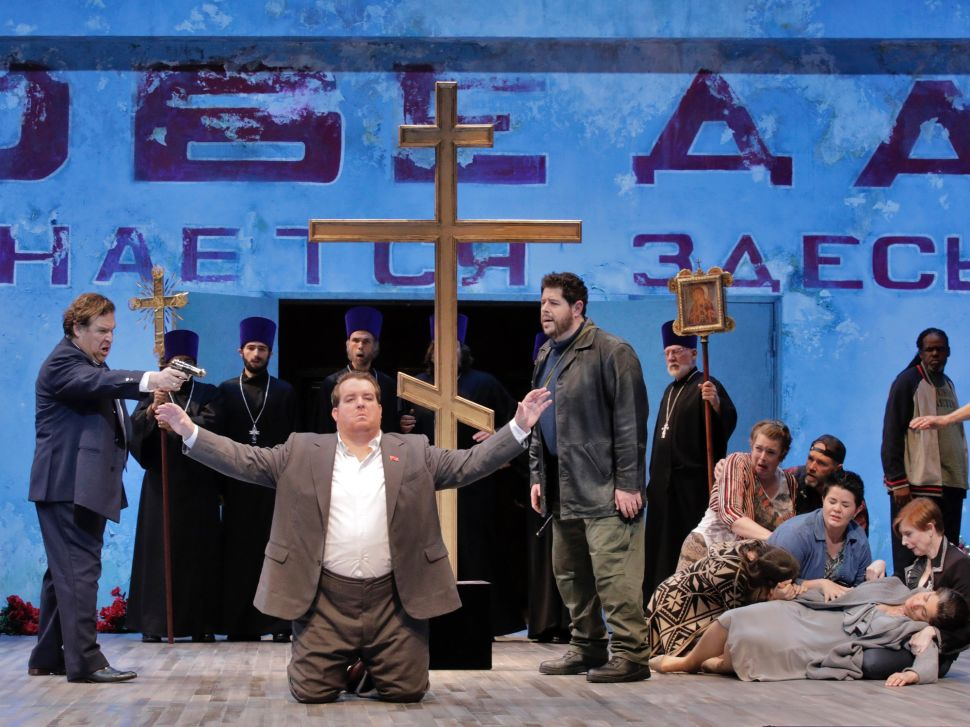 A Russian revolution inevitably ends in blood in the grand opera 'Dimitrij'.