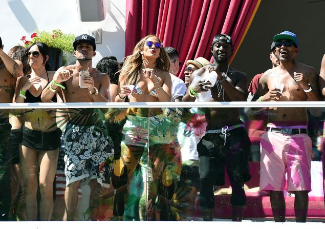 """LAS VEGAS, NM - MAY 29: Singer/actress Jennifer Lopez (C) dances with guests as she hosts the """"Carnival Del Sol"""" pool party at Drai's Beach Club - Nightclub at The Cromwell Las Vegas on May 29, 2016 in Las Vegas, Nevada. (Photo by Ethan Miller/Getty Images)"""