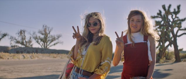 Ingrid (Aubrey Plaza) and Taylor (Elizabeth Olsen) pose for a photo in Ingrid Goes West.