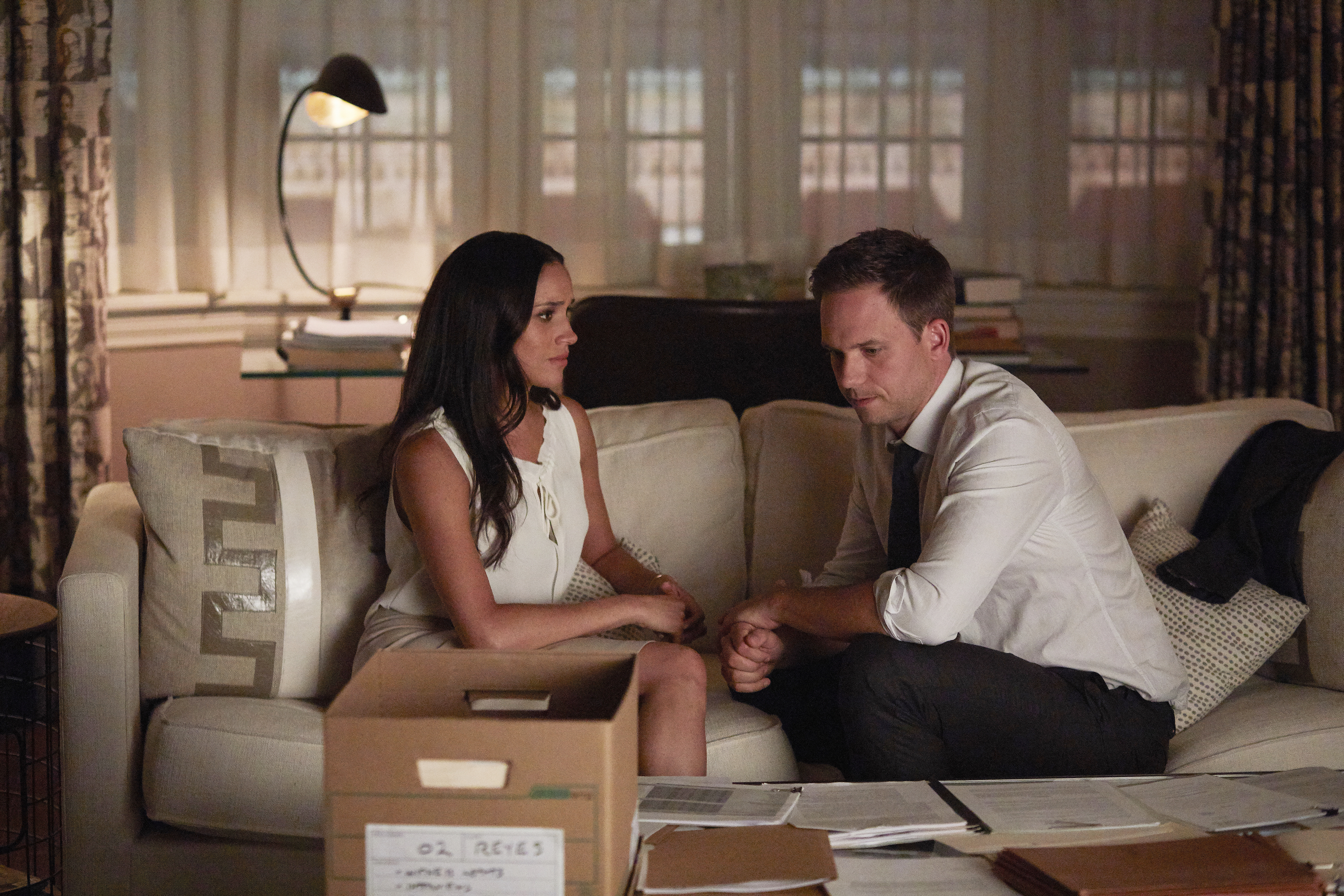 de 707 -- Pictured: (l-r) Meghan Markle as Rachel Zane, Patrick J. Adams as Michael Ross