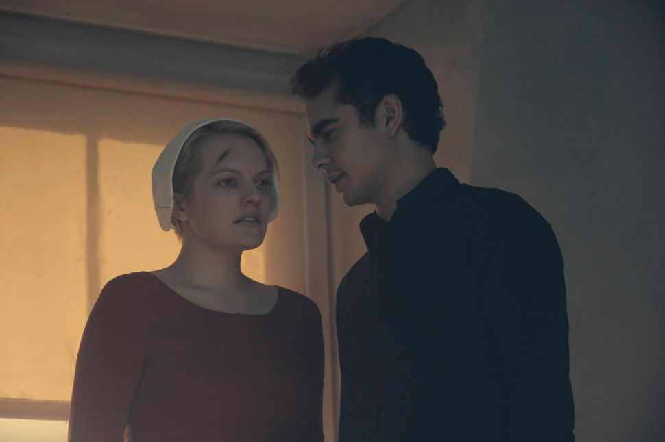 Hulu vs Netflix Handmaid's Tale