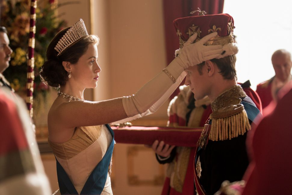 Netflix The Crown Pay Claire Foy Matt Smith