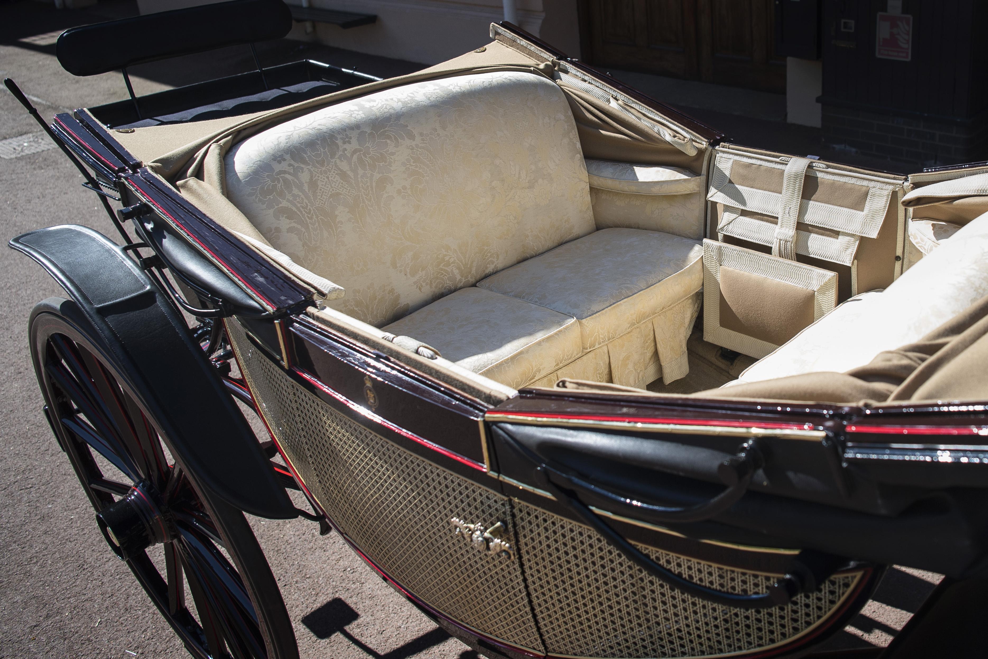 royal wedding carriage photos
