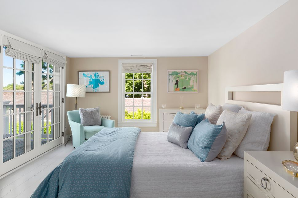Real Housewife of New York Luann de Lesseps discounted the price of her Sag Harbor house.