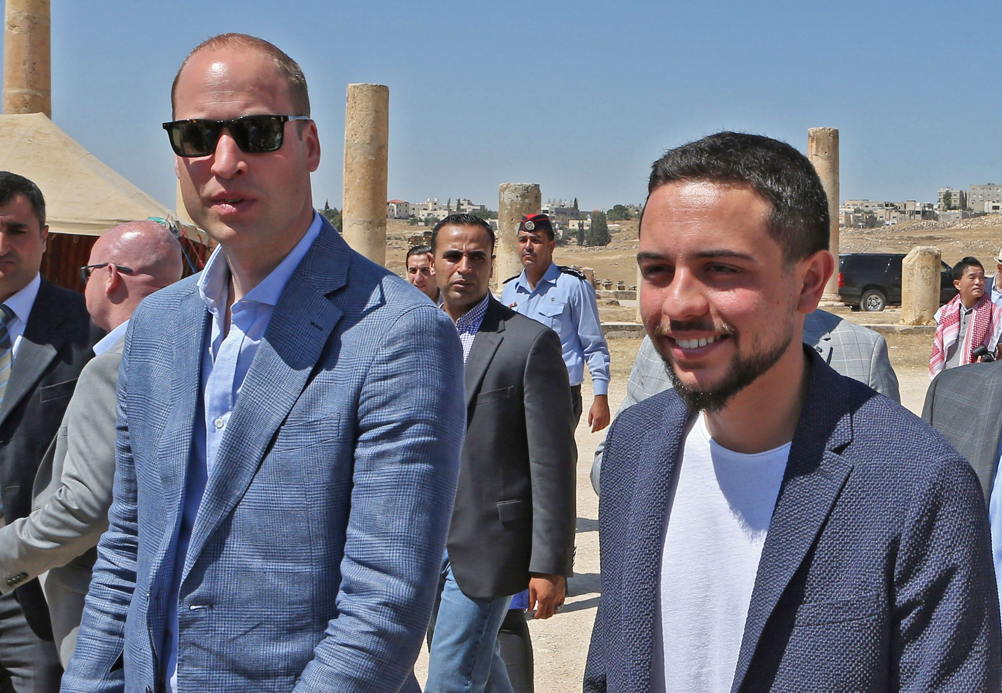 Britain's Prince William (L) and Jordanian Crown Prince Hussein bin Abdullah (R) visit the Jerash archaeological site, some 50 kilometers north of the Jordanian capital Amman, on June 25, 2018. - The 36-year-old Duke of Cambridge arrived in Jordan on Sunday at the start of a Middle East tour that will see him become the first British royal to pay official visits to both Israel and the Palestinian territories.