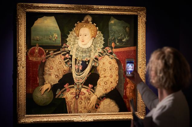 An observer in front of The Armada Portrait of Queen Elizabeth I.