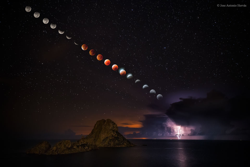 Supermoon Total Lunar Eclipse and Lightening Storm; Blood Moon