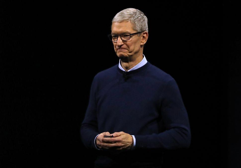 Apple CEO Tim Cook compensation