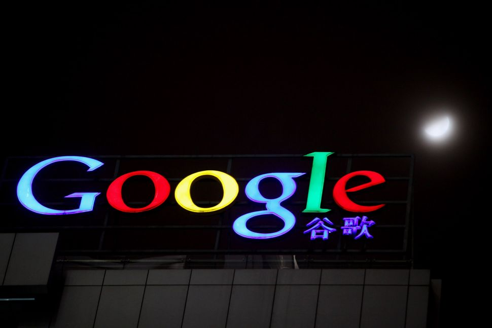 Google mulls China comback