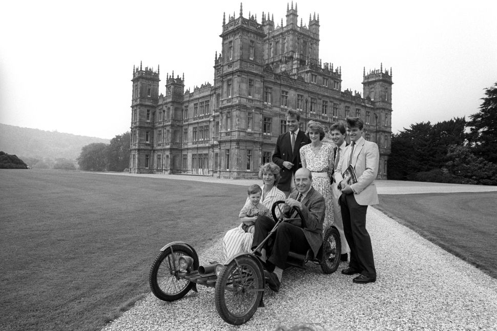 Lord Carnarvon (right) and his father Henry Carnarvon, seventh Earl of Carnarvon (middle), sitting in the 1922 family Red Bug Buckboard circa 1980.