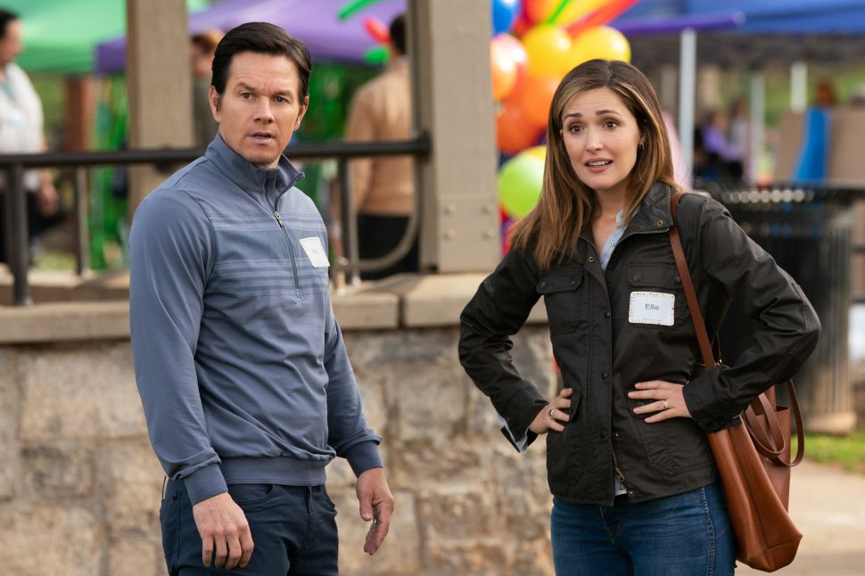 Mark Wahlberg and Rose Byrne in Instant Family.