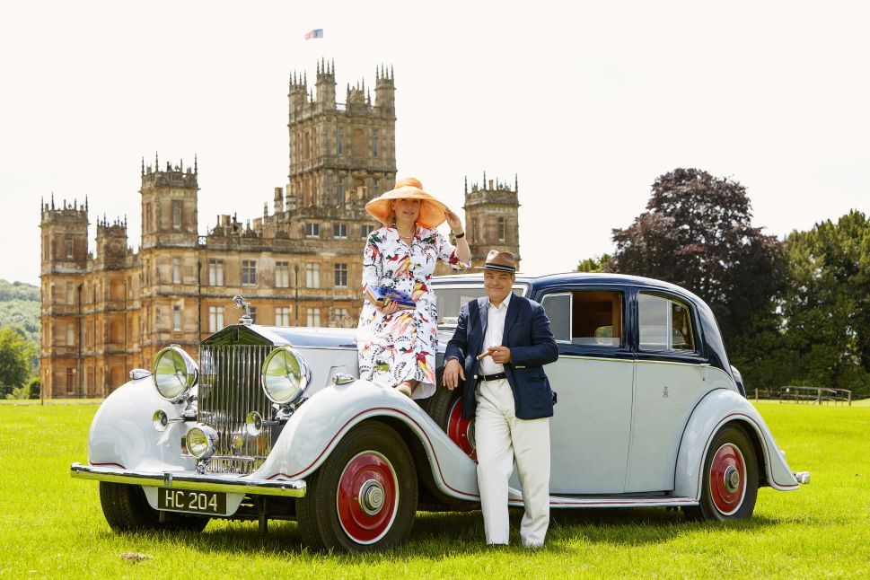 The eighth Earl and Countess of Carnarvon in front of Highclere Castle.