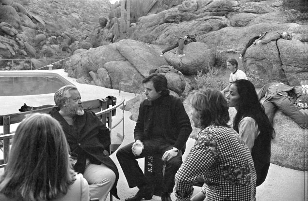 On set of The Other Side Of The Wind.