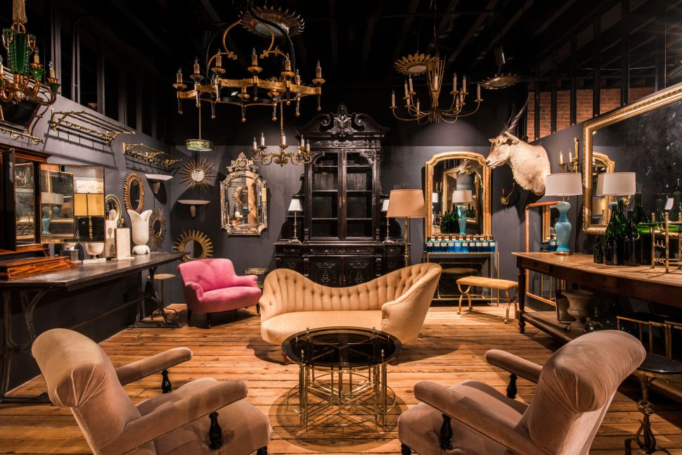 A booth inside the 1stdibs gallery in New York City.