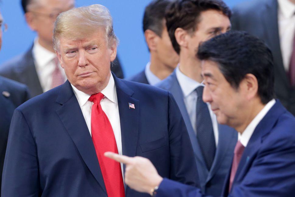 President Donald Trump looks at Prime Minister of Japan Shinzo Abe.