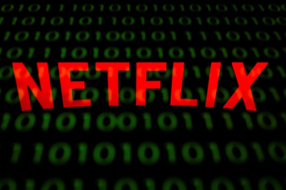 Netflix is testing features to help you decide what to watch next.