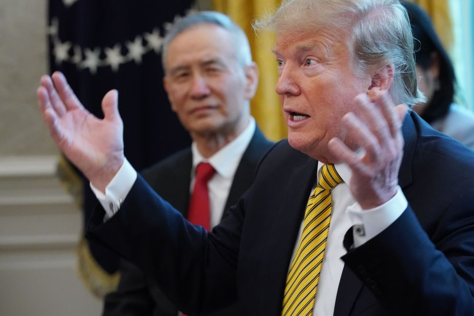 President Donald Trump (R) and Chinese Vice Premier Liu He.