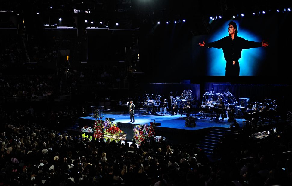 Singer Jermaine Jackson performs at the Michael Jackson public memorial service held at the Staples Center on July 7, 2009 in Los Angeles, California.