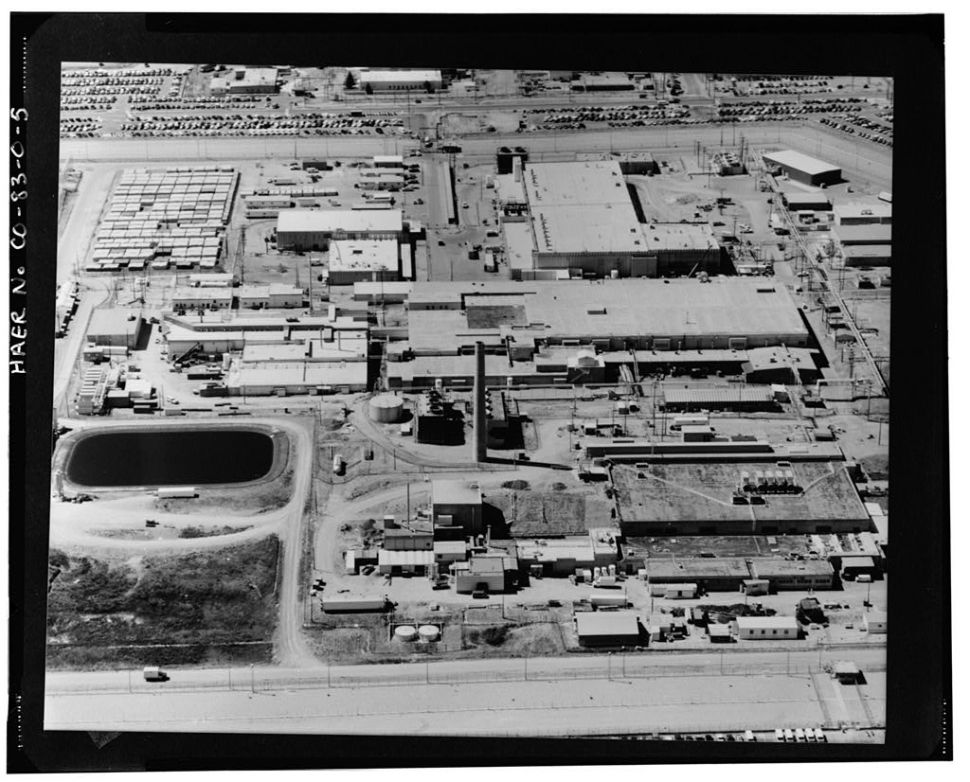 An aerial view looking south at the plutonium buildings at the Rocky Flats Plant in 1988.