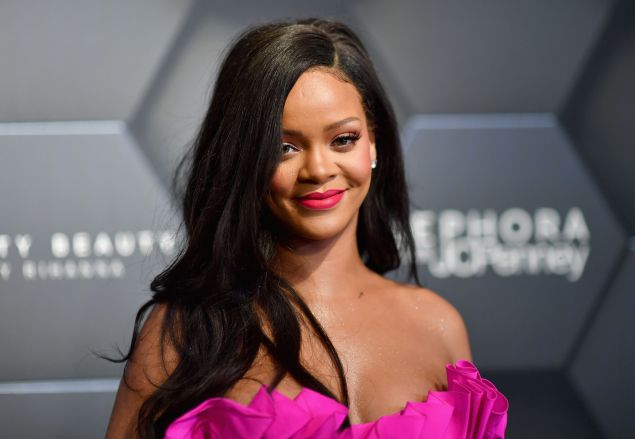 Rihanna lists Hollywood Hills home for rent