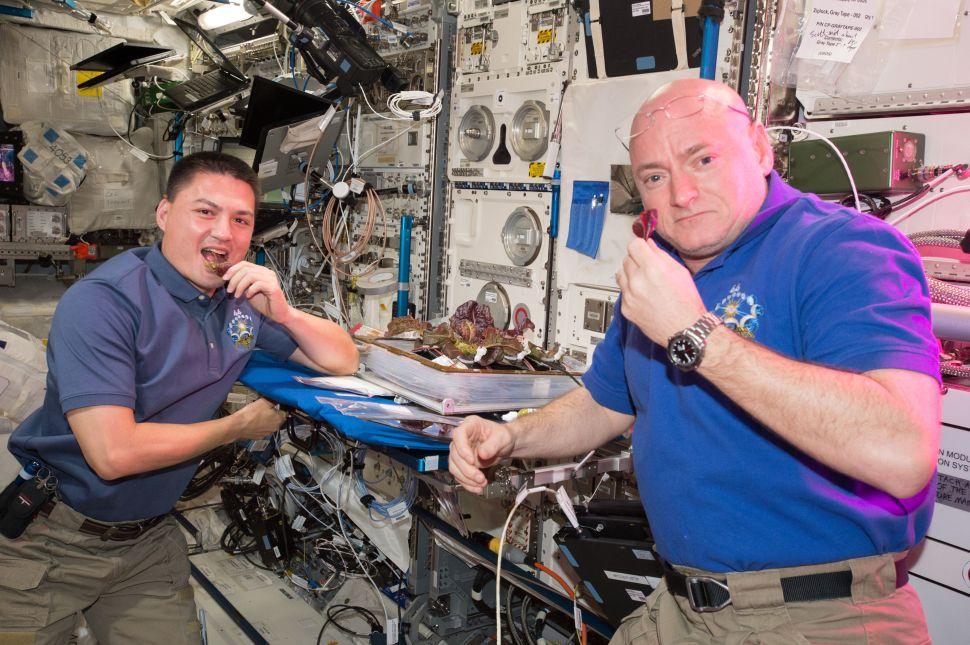 NASA astronauts Scott Kelly (R) and Kjell Lindgren