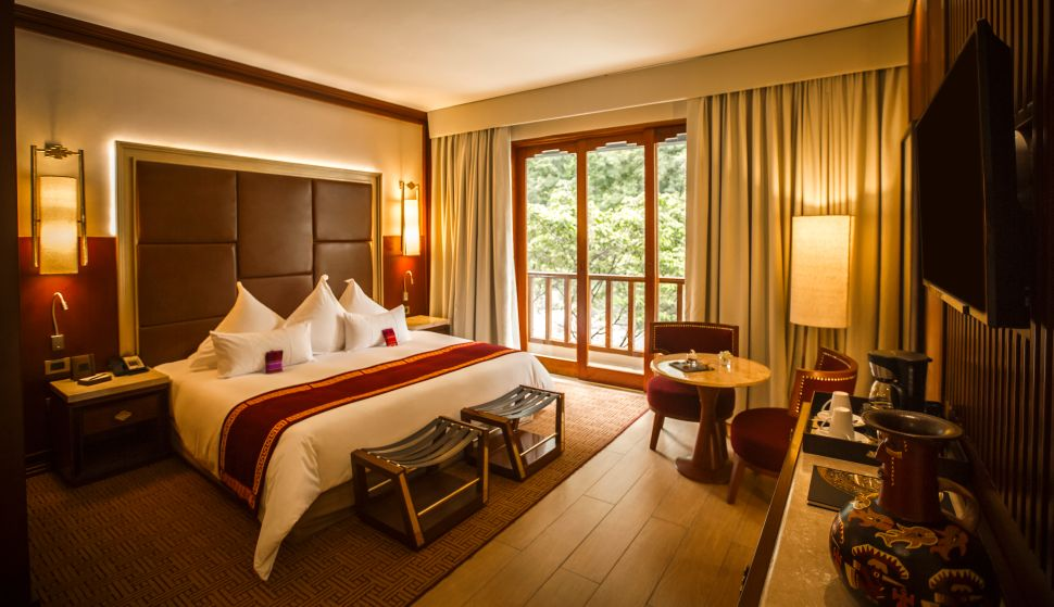 The deluxe rooms have balconies and views of the river and lush greenery.