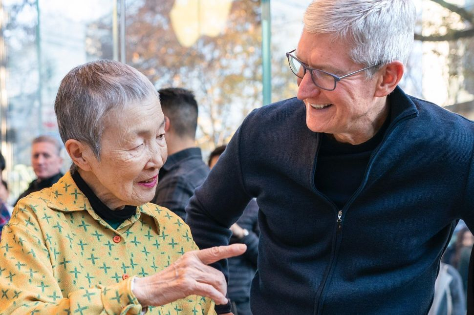 Apple CEO Tim Cook (R) meets with Masako Wakamiya, the world's oldest app developer, in Tokyo on December 8, 2019.