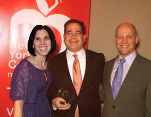 staci and glen weiss new york cares award Vornados Weiss Wins Big Community Outreach Award