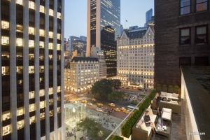 A terrace at 5 East 59th Street with people rendered in.