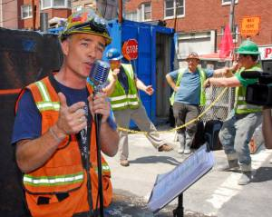 """CONSTRUCTION CROONER: The late Gary Russo, nicknamed the """"Second Avenue Sinatra,"""" performed while working on the under-development subway line in better times."""