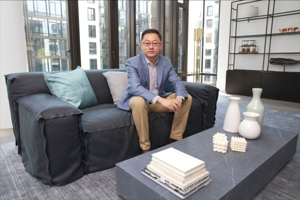 John Liang sits in the Oosten.