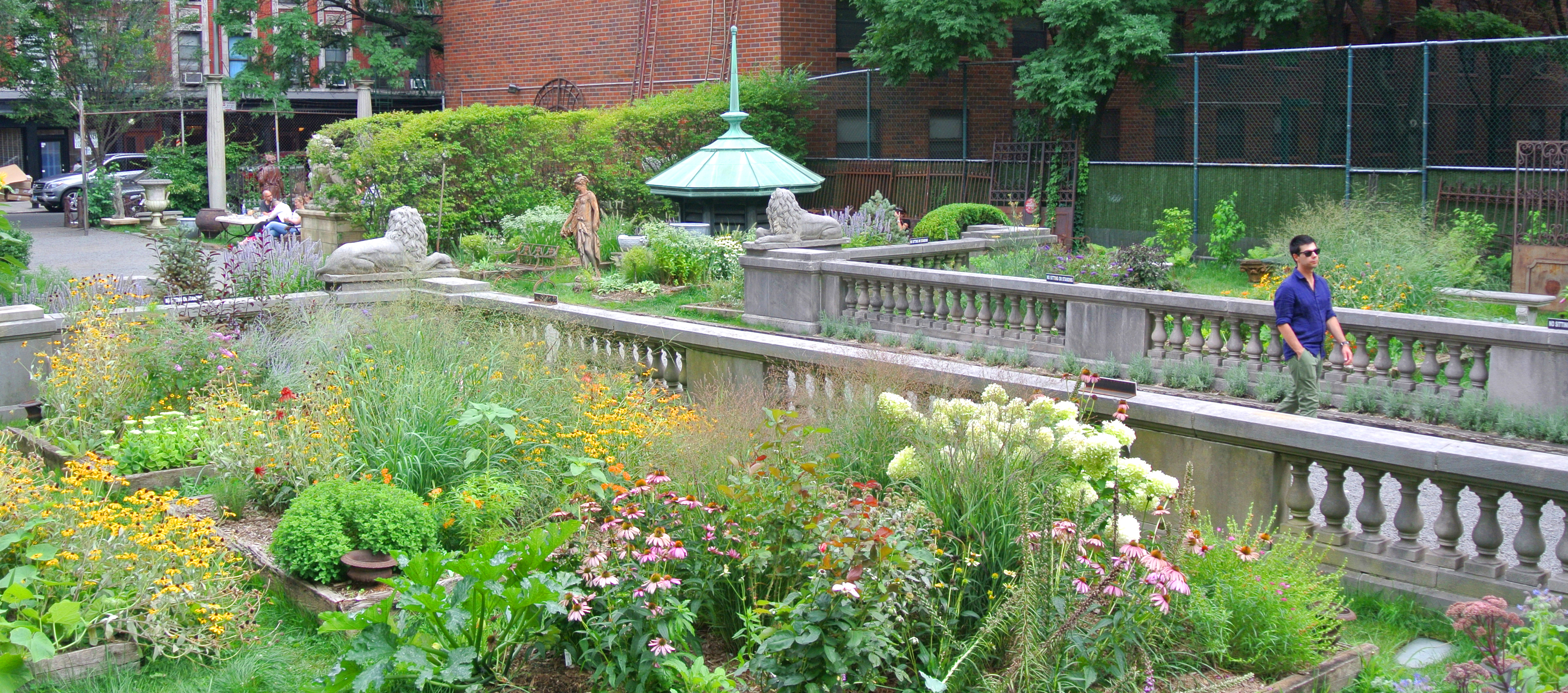 Elizabeth Street Garden. Photo: Aaron Booher/Friends of Elizabeth Street Garden.